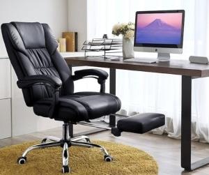 silla de oficina enfrente de un Mac