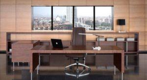 silla de oficina giratoria en un despacho