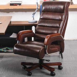 silla de cuero marrón